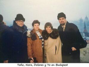 """Habíamos abordado un tren en la estación central de Varsovia la tarde del 30 de Diciembre de 1993: Nora Croda y su esposo Toño Pérez (q.e.p.d.), Dolores y yo. El destino era Budapest (cada matrimonio contaba con un """"camarote"""") """"el tren iba rodando sobre sus rieles..."""" hacia el sur pasando por """"Chestokova"""", (""""Częstochowa"""" en polaco) donde se encuentra el ícono de la Virgen del mismo nombre también conocida como la """"Virgen Negra de Polonia""""."""