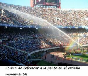 """¡""""Qué calor, qué calor, en el Monumental"""" ... Buenos Aires."""