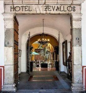 """""""El Restaurante que tiene un Hotel""""... """"Casa Zevallos"""", Córdoba."""